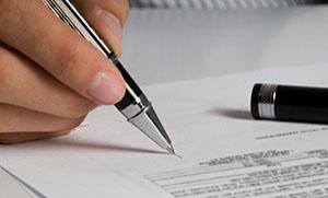 Подписание документов после проведения ремонта авто