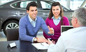 Приобретается в автосалоне полиса страхования