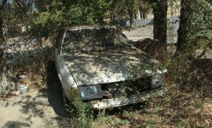 Автомобиль гниет во дворе