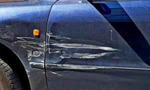 Как поступить, если авто поцарапали во дворе или на стоянке