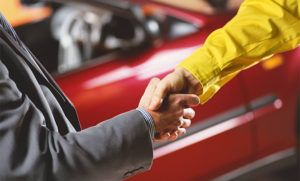 Продажа авто в магазине