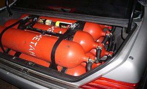 Газовые баллоны в багажнике автомобиля