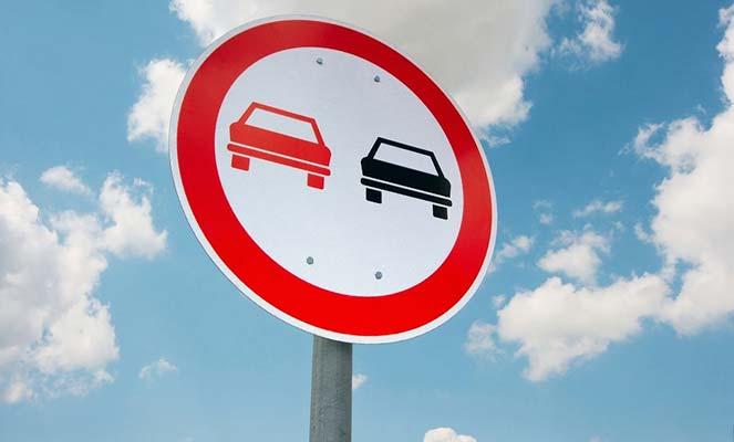 Штраф за нарушение требований дорожного знака Обгон запрещен