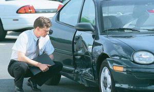Осмотр поврежденного авто