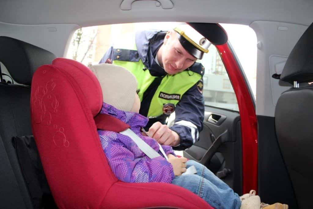 Перевозка детей на заднем сидении