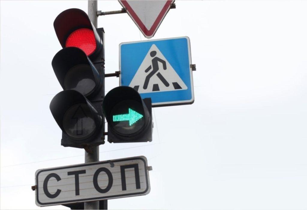 Поворот направо при красном свете светофора